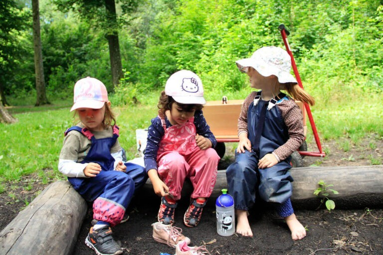 Krippe Kinder im Wald